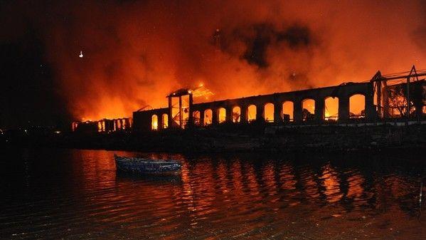 Immagini del terribile incendio che ha colpito Città della scienza