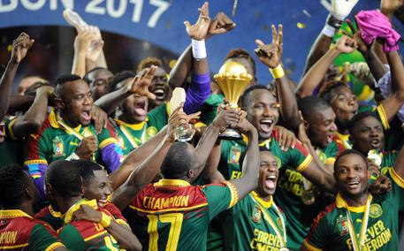 epa05773686 Cameroon celebrates being crowned Champions during the 2017 Africa Cup of Nations final match between Egypt and Cameroon at the Libreville in Gabon on 05 February 2017. EPA/Sydney Mahlangu