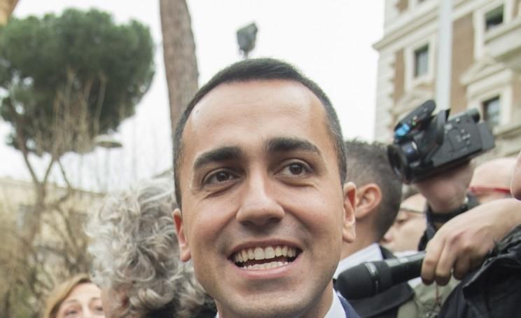 """Di Maio firma un """"suo"""" decreto sul tema migranti"""